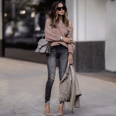 21 Fall Outfits To Copy This Season: Beige Off shoulder sweater / nude off shou. Winter Mode Outfits, Fall Outfits 2018, Trendy Fall Outfits, Fall Outfits For Work, Cute Winter Outfits, Winter Fashion Outfits, Autumn Fashion, Autumn Outfits, Fashion Ideas