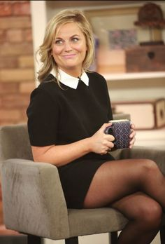 Pantyhose Outfits, Nylons And Pantyhose, Beautiful Legs, Gorgeous Women, Pantyhosed Legs, Tv Girls, Amy Poehler, Sheer Tights, Sexy Older Women