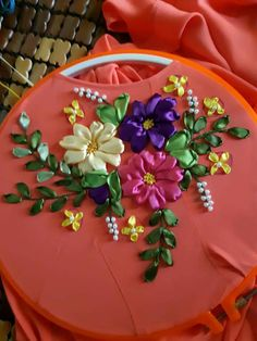 Wonderful Ribbon Embroidery Flowers by Hand Ideas. Enchanting Ribbon Embroidery Flowers by Hand Ideas. Diy Embroidery Patterns, Ribbon Embroidery Tutorial, Embroidery Flowers Pattern, Hand Embroidery Stitches, Silk Ribbon Embroidery, Ribbon Art, Ribbon Crafts, Ribbon Flower, Fabric Flowers