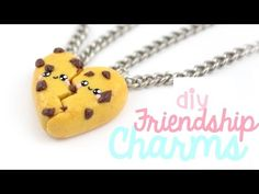 How to make little rainbow friendship charms for you and your BFF ^__^ Make using polymer clay! ▽~Tips and ideas~▽ -Try out other color combinations on the r. Polymer Clay Charms, Polymer Clay Projects, Diy Clay, Polymer Clay Jewelry, Clay Crafts, Kawaii Sushi, Fimo Kawaii, Bff Necklaces, Friendship Necklaces