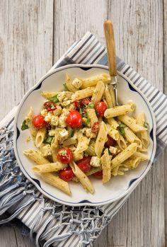 Pasta on nopea herkku. Pasta Salad, Pesto, Food And Drink, Dinner, Health, Ethnic Recipes, Drinks, Crab Pasta Salad, Dining