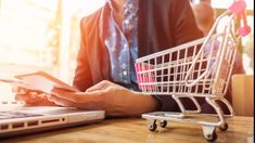 It's the best time ⏲️ to start an eCommerce website, because of e-commerce platforms like Magento that makes the run simpler 🏃♂️ and affordable. Find out tips to begin👉. Inbound Marketing, Marketing Online, Marketing Digital, Online Psychology Courses, Shopping Cart Software, Web Design, Ecommerce Website Design, Ecommerce Store, Ecommerce Websites