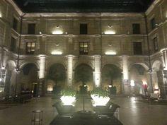 vista nocturna del patio central del Hotel Los Agustinos #LRTAHaro2013
