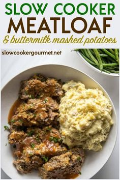 Meatloaf & mashed potatoes slow cooker If you need an easy slow cooker meatloaf recipe, I have the perfect one for you! It's delicious and satisfies your craving for comfort food when paired with creamy slow cooker mashed potatoes. Crockpot Dessert Recipes, Healthy Crockpot Recipes, Beef Recipes, Cooking Recipes, Gourmet Recipes, Ninja Recipes, Crockpot Ideas, Budget Recipes, Slow Cooking