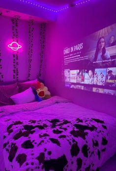 #wattpad #fanfiction 𝘌𝘳𝘦𝘯 𝘠𝘦𝘢𝘨𝘦𝘳 𝘪𝘴 𝘵𝘩𝘦 𝘴𝘵𝘢𝘳 𝘣𝘢𝘴𝘬𝘦𝘵𝘣𝘢𝘭𝘭 𝘱𝘭𝘢𝘺𝘦𝘳 𝘢𝘵 𝘺𝘰𝘶𝘳 𝘴𝘤𝘩𝘰𝘰𝘭. 𝘠𝘰𝘶𝘳 𝘴𝘤𝘩𝘰𝘰𝘭 𝘪𝘴 𝘬𝘯𝘰𝘸 𝘧𝘰𝘳 𝘪𝘵'𝘴 𝘣𝘢𝘴𝘬𝘦𝘵𝘣𝘢𝘭𝘭 𝘵𝘦𝘢𝘮𝘴. 𝘠𝘰𝘶 𝘳𝘦𝘤𝘦𝘯𝘵𝘭𝘺 𝘮𝘰𝘷𝘦𝘥 𝘢𝘯𝘥 𝘵𝘳𝘢𝘯𝘴𝘧𝘦𝘳𝘳𝘦𝘥 𝘢𝘯𝘥 𝘮𝘢𝘥𝘦 𝘪𝘵 𝘰𝘯𝘵𝘰 𝘵𝘩𝘦 𝘨𝘪𝘳𝘭... Neon Bedroom, Indie Bedroom, Indie Room Decor, Room Design Bedroom, Cute Room Decor, Teen Room Decor, Aesthetic Room Decor, Room Ideas Bedroom, Bedroom Decor