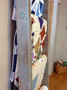Gen X Quilters: Antique Ladder Quilt Rack Framed Doilies, Antique Ladder, Quilt Ladder, Quilt Display, Small Quilts, Quilt Patterns, Farmhouse Decor, Quilt Racks, Blanket