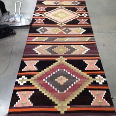Extra looooong #kilim #runner from our fresh batch of #vintage kilims from #Turkey! Bold colors, sharp shapes, and some dramatic contrast. ✨ Love love love! 25% off @urbanamericana through the #labordayweekend