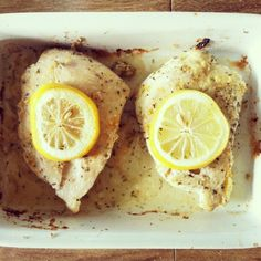 Easy lemon chicken breast recipe, plus a ton of other fantastic clean food recipes! Clean living tips as well! Clean Recipes, Lunch Recipes, Low Carb Recipes, Real Food Recipes, Chicken Recipes, Cooking Recipes, Healthy Recipes, Chicken Menu, Baked Chicken
