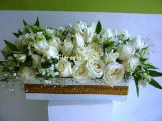 Centro de mesa Blanco y dorado #floresbodascancun #floreriazazil #Diseñofloral #Eventoscancun