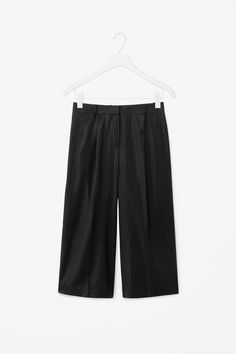 Loose-fit cropped trousers