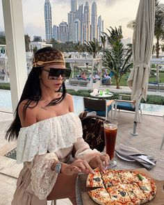 This is my face at the sight of pizza 😂 🍕 Boujee Lifestyle, Luxury Lifestyle Fashion, Classy Outfits, Cute Outfits, Trendy Outfits, Luxury Girl, Luxe Life, Dubai Fashion, Rich Girl