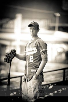 Baseball senior picture ideas for guys. Baseball senior pictures. Baseball senior photography. Senior pictures guys baseball. Sports senior pictures. #baseballseniorpictures #seniorpictureideasforguys #sportsseniorpictures