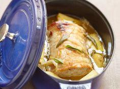 Découvrez la recette Rôti de porc en cocotte à la sauge sur cuisineactuelle.fr.