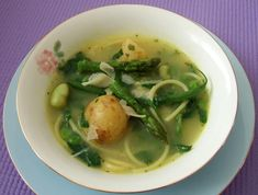 Italian spring vegetable minestrone with pasta Quick And Easy Soup, Pesto, Chili, Homemade, Chicken, Vegetables, Ethnic Recipes, Soups, Spring