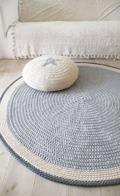 Round rugs for nursery round rugs kids round rugs for nursery best ideas about round rugs . round rugs for nursery Crochet Diy, Crochet Home, Love Crochet, Crochet Crafts, Yarn Crafts, Crochet Rugs, Crochet Pillow, Diy Crafts, Crochet Bikini