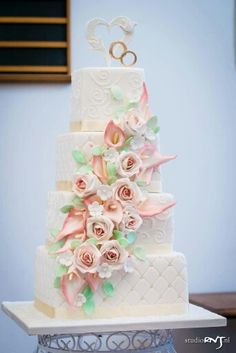 Cala lily and pastel  roses wedding cake by keekjes