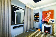 le trumeau a t restaur le miroir d origine a t remplac par un miroir tv so concept le. Black Bedroom Furniture Sets. Home Design Ideas