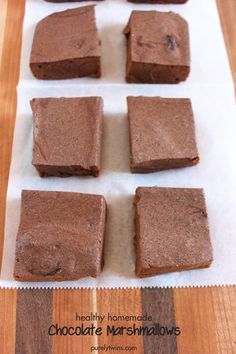 sugar-free low calorie homemade chocolate marshmallows - a quick and healthy snack you can enjoy anytime! Perfect  balance of chocolate and sweetness in a fluffy marshmallow #lowsugar #treat #chocolate #marshmallows