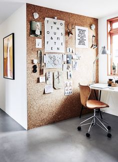 Furnishing and decorating your home office 40 stimulating furnishing examples Home office furniture cork wall Home Interior, Interior Design, Home Design, Design Ideas, Cork Wall, Decoration Inspiration, Kinds Of Salad, Minimalism, Sweet Home