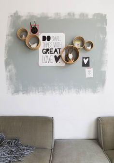 Door een deel van de muur af te kaderen met verf creëer je een speciaal plekje aan de muur #DIY #creatiefmetverf #Kwantum