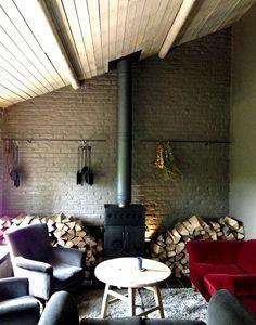 D'un estaminet familial installé dans une ancienne ferme du Heuvelland, il a fait une maison chaleureuse, où il exprime une cuisine inspirée du terroir flamand. C'est à In de Wulf à Dranour, que l'on découvre toute la quiétude de ce lieu où dit-il lui-même «  le temps semble s'être arrêté ».  http://indewulf.be/fr/