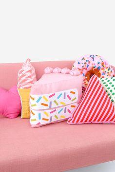 DIY No-Sew Funfetti Cake Slice Pillow No Sew Pillows, Pillows For Kids, Food Pillows, Cute Pillows, Sewing Pillows, No Sew Crafts, Cute Crafts, Sewing Crafts, Kawaii Crafts