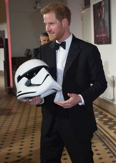 Prince William and Prince Harry attended the premiere of the new Star Wars film 'The Last Jedi' this evening, at the Royal Albert Hall. Embed from Getty Images The royal brothers,… Prince Harry Of Wales, Prince Harry Photos, Prince William And Harry, Prince Harry And Megan, Prince Henry, Royal Prince, Prince And Princess, Harry And Meghan, Princess Kate