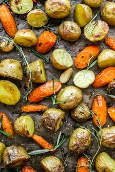 Easy Oven Roasted Potatoes and Carrots - Pinch Me Good Healthy Herbs, Healthy Sides, Healthy Vegetables, Roasted Vegetables, Veggies, Vegetarian Side Dishes, Healthy Side Dishes, Side Dish Recipes, Vegetarian Recipes