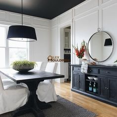 Design Your Ceilings And Walls - And Transform Plain Rooms To Rich Lookings Designer's Spaces Black Wainscoting, Painted Wainscoting, Dining Room Wainscoting, Wainscoting Panels, Dining Room Walls, Painted Walls, Living Room, Black Walls, White Walls