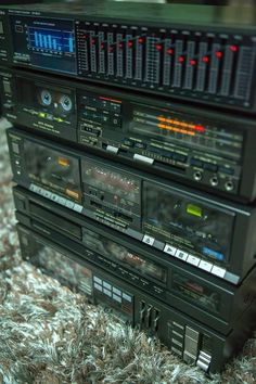 Old Technics Hifi – Michael Giermann – Audioroom Hi Fi System, Audio System, Technics Hifi, Super Sons, Retro, Wall Of Sound, Recording Studio Design, Metal Clock, Audio Room