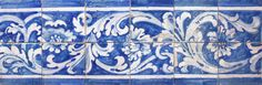 Sardoal | Barra B-18-00011 aplicada na Igreja de São Tiago e São Mateus / Two-azulejo frame B-18-00011 applied in the  Church of São Tiago and São Mateus #Azulejo #AzulejoDoMês #AzulejoOfTheMonth #Flores #Flowers #Padrão #Pattern Facebook E Instagram, Backsplash, Portugal, Tiles, Blue And White, Ceramics, Ornaments, Drawings, Pattern