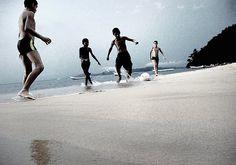 niños_football_3 by bossatonika, via Flickr