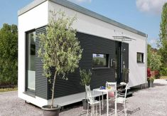 FlyingSpace Remstal Container Home Designs, Tiny House, Garage Doors, House Design, Outdoor Decor, Home Decor, Spaces, Hygge House, Container Houses