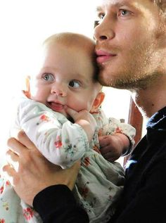 Joseph Morgan and Baby The Vampire Diaries, Vampire Diaries The Originals, Klaus The Originals, Vampire Diaries Wallpaper, Joseph Morgan, Delena, Family Wallpaper, Klaus E Hope, The Orignals