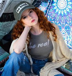 Be yourself and BE KIND 💙 to others. Treat people like you want to be treated! Tell me something kind you did today! Beautiful Celebrities, Beautiful Women, Simply Beautiful, I Love Redheads, Stunning Redhead, Redhead Girl, Teen Models, Floral Bikini, Girl Day