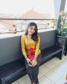 I 💗 Balinese Girls Kebaya Bali, Kebaya Brokat, Indonesian Girls, Hijab Chic, Hijab Outfit, Balinese, Asian Beauty, Kimono Top, Beautiful Women