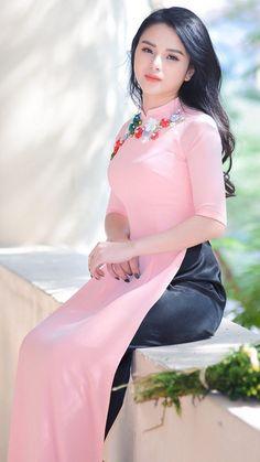 Vietnamese Traditional Dress, Vietnamese Dress, Traditional Dresses, Beautiful Girl Image, Beautiful Asian Women, Ao Dai, Vietnam Girl, Sexy Asian Girls, Asian Fashion