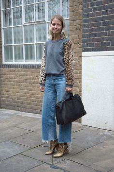 How Fashion Influencers are Styling Spring Biggest Denim Trends: Denim Trend: Cropped Jeans With Raw Hems Denim Fashion, Look Fashion, Autumn Fashion, Fashion Outfits, Mode Outfits, Casual Outfits, Culotte Style, Cropped Jeans Outfit, Look Jean