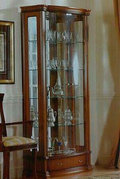 Vitrina Dream Furniture, Vintage China Cabinets, Home Decor Furniture, China Cabinet, Crockery Cabinet, Victorian Furniture, Modern Furniture Chairs, Glass Cabinet, Bar Cabinet Decor