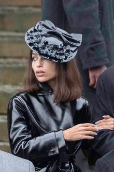 wow a title so formal — look at these images and tell me this isn't Selina... Zoe Kravitz Style, Zoe Isabella Kravitz, Audrey Hepburn Movies, Formal Looks, Material Girls, Celebs, Celebrities, Woman Crush, Types Of Fashion Styles