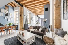 We have rounded up the year's best apartments and lofts showcased here on 1 Kindesign and we are featuring that collection in today's article. Loft Lyon, Apartment Design, Apartment Living, Apartment Therapy, Traditional Style Kitchen Design, Living Room Designs, Living Room Decor, Gravity Home, Cool Apartments