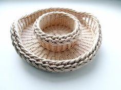 Пасочница Newspaper Basket, Newspaper Crafts, Rattan, Wicker, Basket Weaving, Baby Shoes, Made By Hands, Hampers, Paper Envelopes