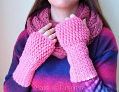 ⛄⛄⛄ Sleeves in color Pink ⛄⛄⛄ Part of the arm thick, and hand lattice of bubbles. Perfect Gift For Mom, Gifts For Mom, Driving Gloves, Manga, Fingerless Gloves, Arm Warmers, Bubbles, Kawaii, Friends