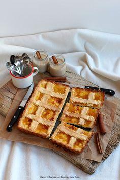 Crostata di pasta frolla alla ricotta con marmellata di pesche