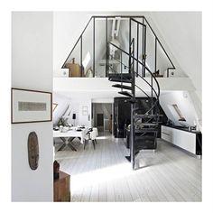 Luminosité & charme même en hiver on craque !  #Eclipse_shoes #Goodmorning #weekend #instahome #home #sun #instamoment #instadaily #instagood #fashionblogger #fashionblogging #fashion #minimalist #ootd #interior #filmisnotdead #filmphotography #kodakmoment #instabreak #style #stylish #minimalism #deco #design #lifestyle #day #decor #architecture #cocooning #homedecor