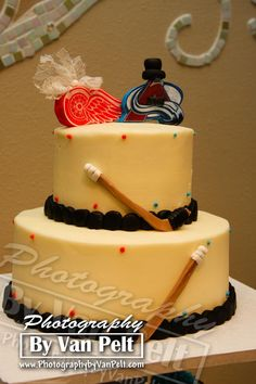We loved this hilarious wedding cake at Tapestry House in CO!  The bride loves the Red Wings while the groom loves the Avalanche hockey team!  (As you may know, those teams are huge rivals!!)