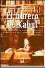 La periodista noruega, Åsne Seierstad, pasó en 2001 varios meses conviviendo con la familia del librero Sultan Khan. A Seierstad le fascina el hecho de encontrarse, en medio de tanto desorden y destrucción, con este librero, un personaje culto y con una gran devoción por los libros. Asne Seierstad: El librero de Kabul