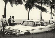 Na Estrada Marginal, um automóvel soterrado em areias caídas das Barreiras da Polana. Maputo, Portuguese, Colonial, Africa, Ocean, Memories, Country, World, Lazy