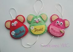 Ratones guarda dientes para que siga la ilusion.   #hechoamano #fieltro Decor Crafts, Diy And Crafts, Crafts For Kids, Arts And Crafts, Handmade Christmas, Christmas Crafts, Felt Keychain, Felt Squares, Baby Food Jars