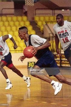scottie-pippen-of-the-united-states-national-team-dribbles-during-a-picture-id144620013 (683×1024)